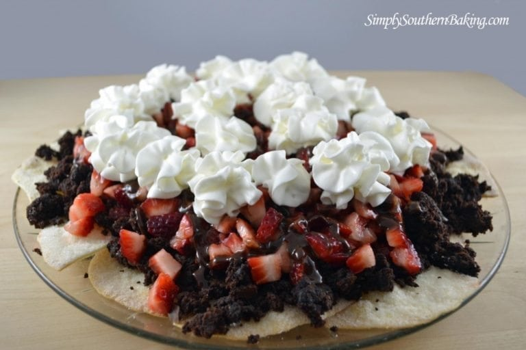 Fudgy-Strawberry-Brownie-Nachos-1024x682