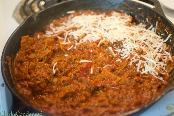 Love lasagna but don't love the prep it takes? Then you'll love this 30 minute skillet lasagna. It tastes just like it would if you made it in the oven, and is made on ONE dish!
