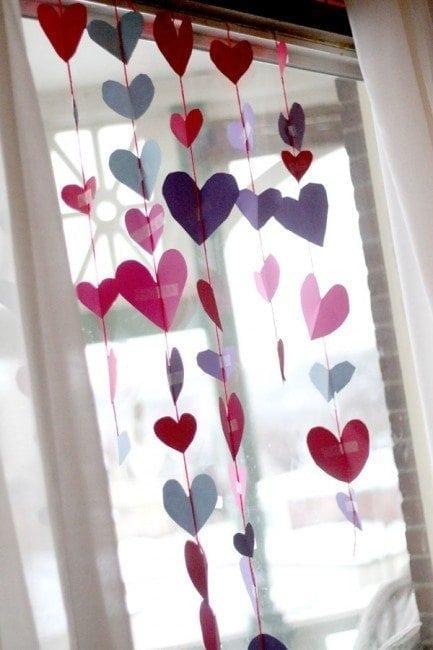 valentine-garland-hearts-433x650