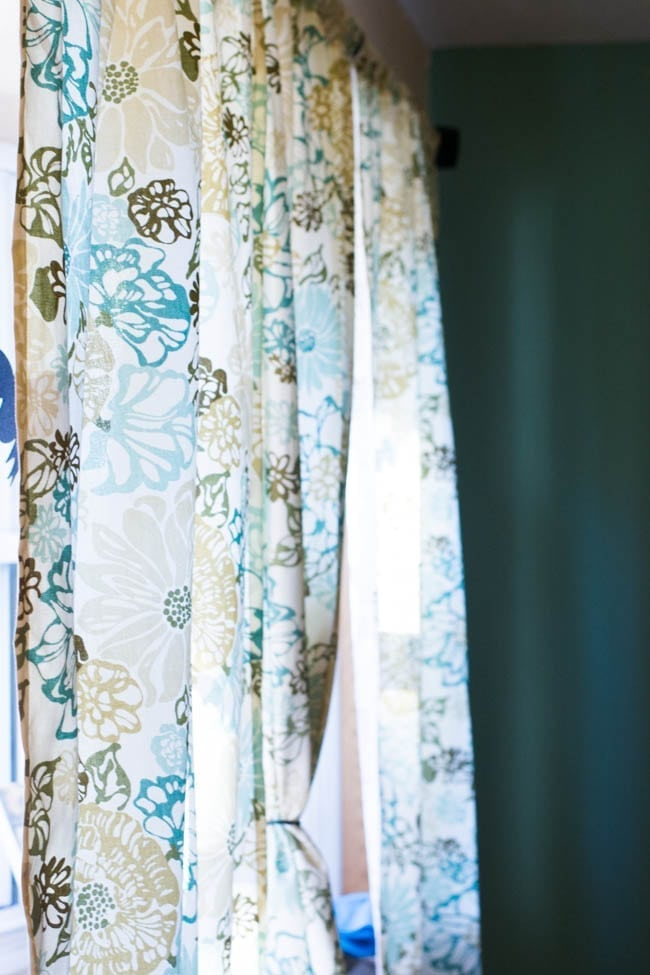 make your own curtains diy rod pocket curtains tutorial. Black Bedroom Furniture Sets. Home Design Ideas