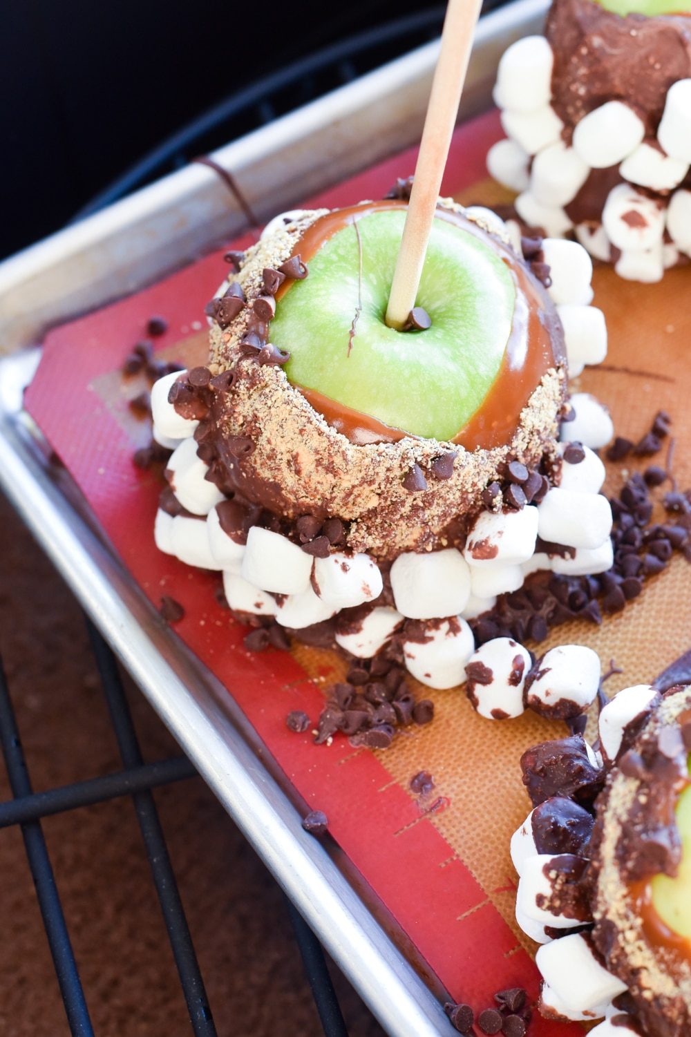 Easy Dipped S'more Caramel Apples