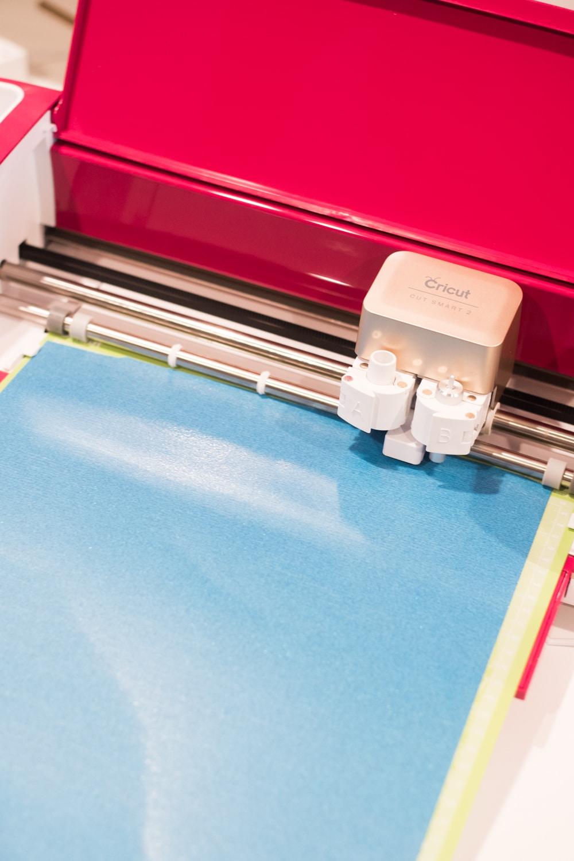 cricut explore air 2 cutting out glitter vinyl