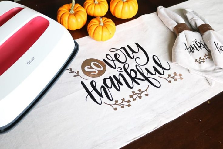 Thanksgiving Table Runner with Cricut EasyPress 2